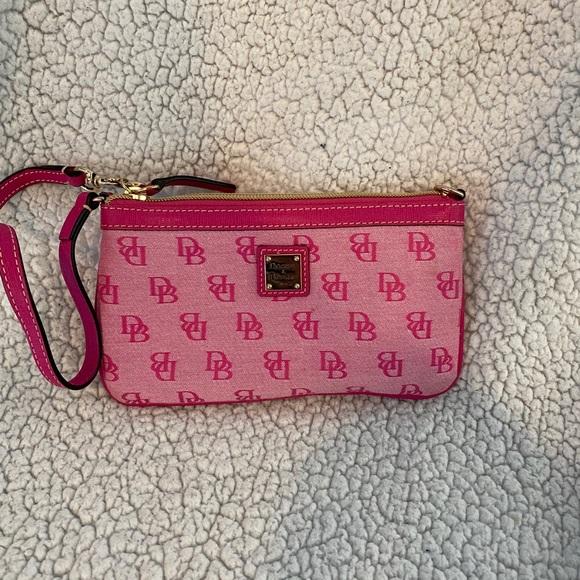 💯 Authentic Pink Dooney and Burke wristlet